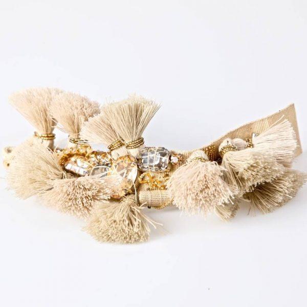 Bracciale con castoni champagne, pietre, jaiss oro e nappe