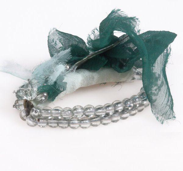 Bracciale elastico con perle, seta, elementi pitone e giada