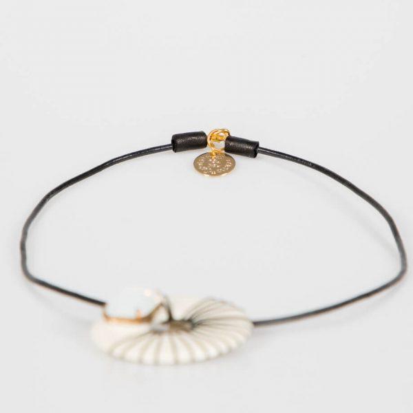 Collana girocollo con cerchio in resina e pietra white
