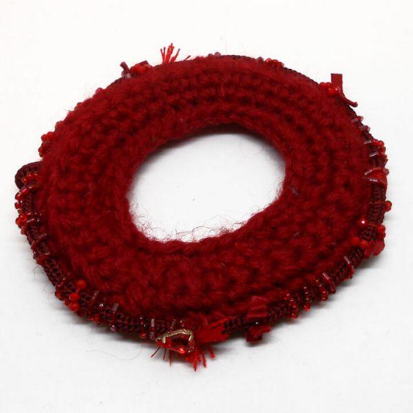 Bracciale in lana ricamato a mano
